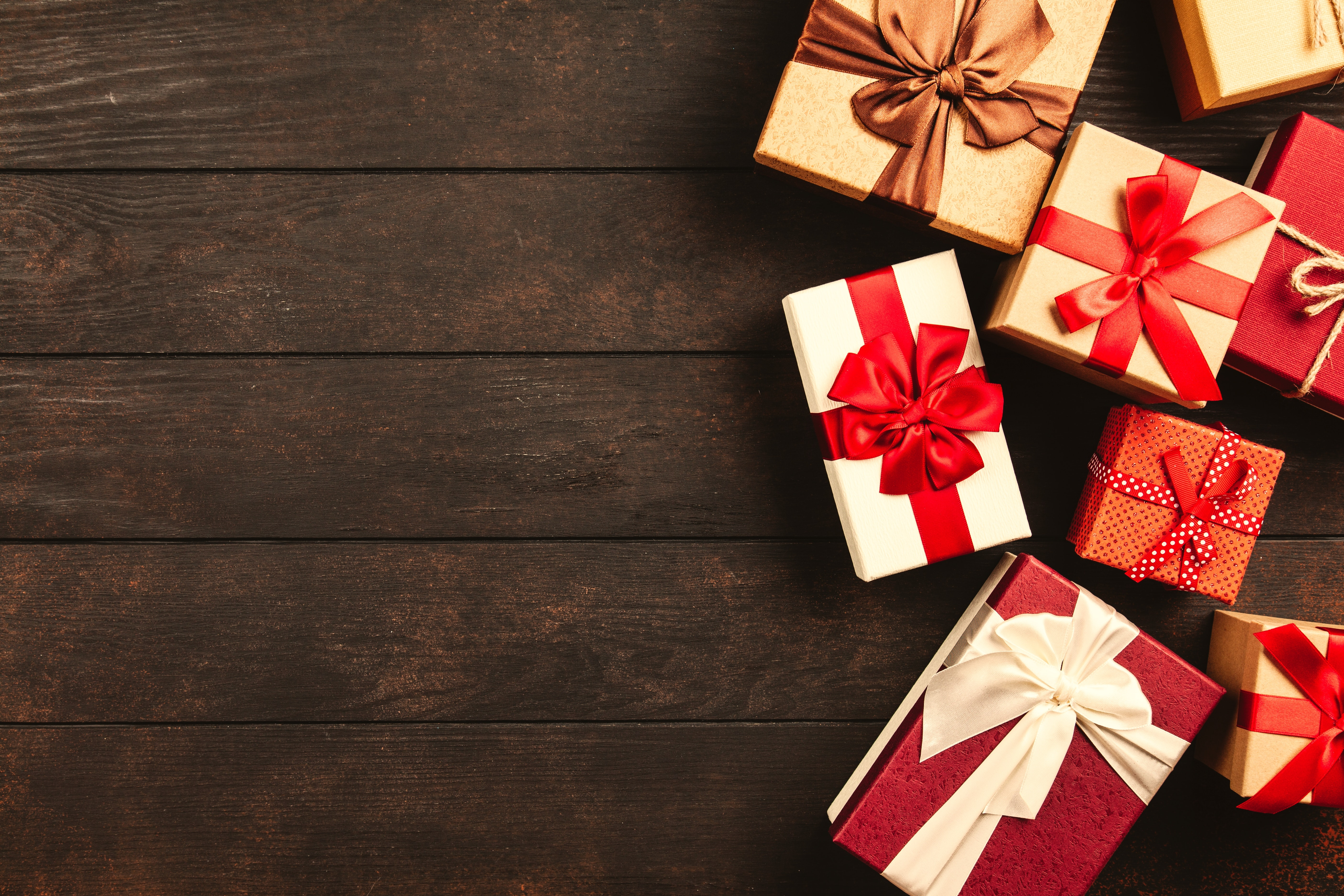 Your Last-Minute Holiday Shopping Survival Guide:  Stats & Tips
